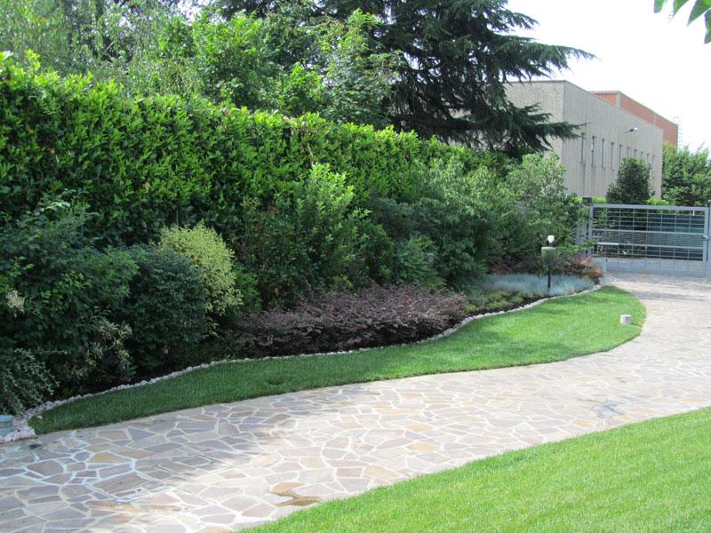 Bordure aiuole giardino inspiring aiuole con sassi home - Aiuole per giardino ...