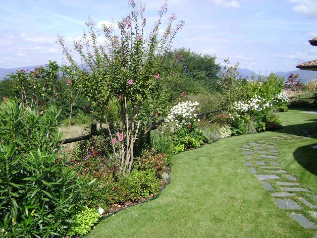 Manutenzione giardini e aree verdi green point opera a for Bordure per laghetti