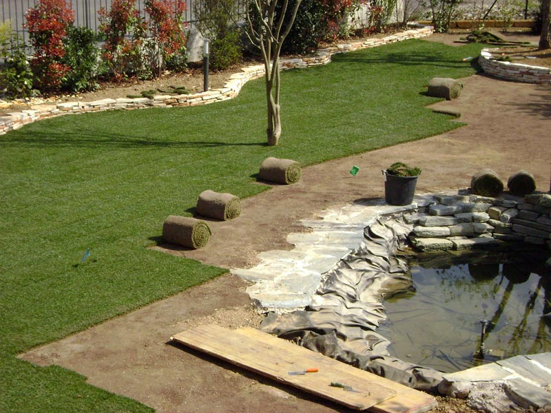 Servizi professionali di giardinaggio rivolti a clienti for Prato a zolle
