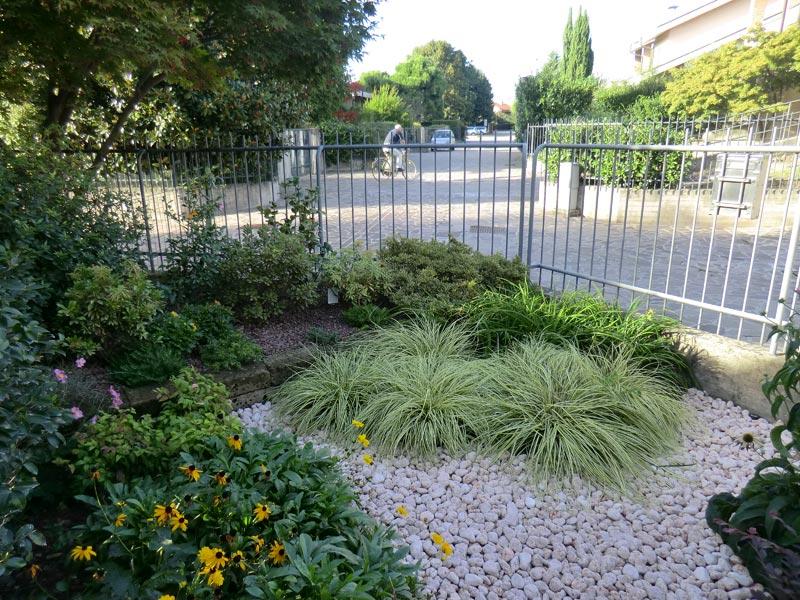 Manutenzione giardini e aree verdi green point opera a for Manutenzione giardini