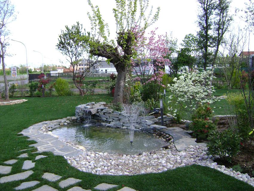Laghetto Con Cascata Da Giardino : Fontane cascate da giardino: foto di bellissimi laghetti da giardino
